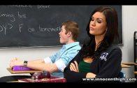 ระหว่างรอเรียนภาษาเพื่อนและครูยังไม่มาเย็ดกันรอละกัน คลิปโป๊ฝรั่ง