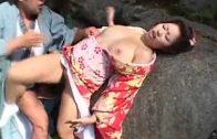 คลิปสาวเกอิชาญี่ปุ่นโดนหนุ่มซามูไรหลอกมาเย็ดสดแตกในตรงน้ำตกกลางแจ้งคาชุดกีโมโน ญี่ปุ่น